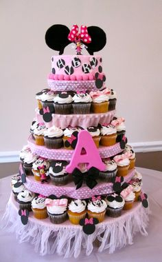 minnie mouse cupcake tower...I seriously want this for my OWN birthday!