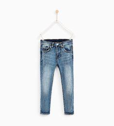 ZARA - NIÑOS - JEANS PINTURA SLIM FIT Paint Splatter Jeans, Back To School Fashion, Boys Jeans, Zara United States, Kids Boys, Preppy, Latest Trends, Trousers, Slim