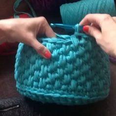 """203 Likes, 12 Comments - Vanessa Eduardo (@passa_la_em_casa) on Instagram: """"Mais um ponto lindo que dá um efeito gracioso para o trabalho. @Regrann from @bobilon #crochet…"""""""