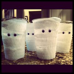 Crepe paper and googly eyes - transform a plastic cup into a mummy. For the driveway on Halloween.
