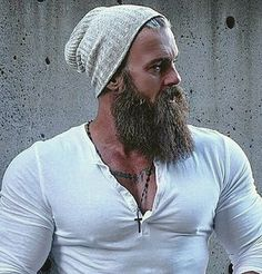 Trending Beard Styles For Men in 2018 (ALL SHAPES AND SIZES) What beard styles help your face form? Learn just how to select your beard style men as well as bring it to the next level. Trending Beard Styles, Beard Styles For Men, Hair And Beard Styles, Rugged Style, Rugged Men, Style Men, Great Beards, Awesome Beards, Beard No Mustache