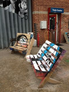 Crate pallet outside seat