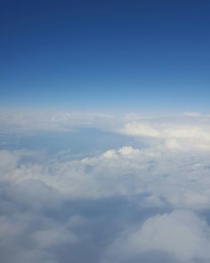D R E A M Y. ☁☁ #upintheair #clouds #dreamer  www.wordsthroughtheeyes.com