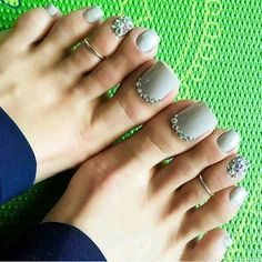 Toe nail art design ideas for summer with rhinestones Pretty Toe Nails, Cute Toe Nails, Pretty Toes, Love Nails, Pedicure Nail Art, Pedicure Designs, Toe Nail Art, Pedicure Ideas, Black Pedicure