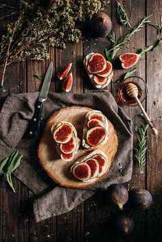 Crostini with cheese and figs por Nataša Mandić - Toast, Fig - Stocksy United Antipasto, Dark Food Photography, Fruit And Veg, Raw Food Recipes, Food Styling, Food Art, Food Inspiration, Food And Drink, Yummy Food