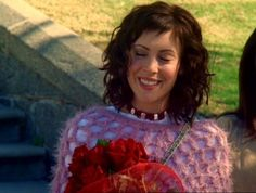 Phoebes shawl is amazing xx Serie Charmed, Charmed Tv Show, Phoebe And Cole, Broadway, Playboy Logo, Fringe Bangs, Short Bangs, Alyssa Milano, Celebs