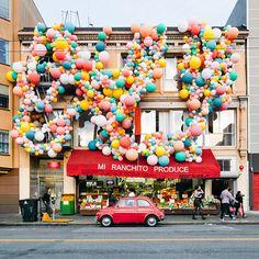 Geronimo Balloons + OHD Birthday Balloon Installation Oh Happy Day! Balloon Pump, Balloon Arch, Balloon Garland, The Balloon, Deco Ballon, Air Ballon, Balloon Installation, Festa Party, Geronimo