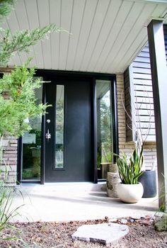 Mid Century Modern Door | Modern Exterior Door | Black Door | Door With  Sidelites | Mid Century Modern Door Handle | Exterior Door | Design  Inspiration ...