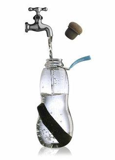 Eau Good - Libre de BPA, esta botella reutilizable contiene Binchotan, un carbón natural que es utilizado en el Japón desde el siglo XVII como purificador de agua.