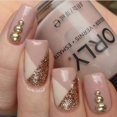 Opting for bright colours or intricate nail art isn't a must anymore. This year, nude nail designs are becoming a trend. Here are some nude nail designs. Fabulous Nails, Perfect Nails, Gorgeous Nails, Pretty Nails, Hot Nails, Nude Nails, Acrylic Nails, Manicure E Pedicure, Fall Nail Art