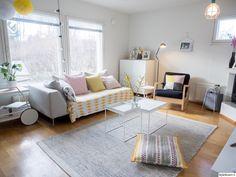 aidinmatka:n modernissa olohuoneessa on keväinen tunnelma. #olohuone #pastels #spring #kodinsisustus #homedecor Decor, Room, Room Design, Interior, Kids Rugs, Home Decor, Living Room Designs