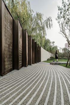 Light and shadow – Landscape of Wanguofu by Change Studio - 谷德设计网 Tor Design, Gate Design, Landscaping With Rocks, Modern Landscaping, Stone Landscaping, Landscape Walls, Landscape Design, Landscape Materials, Paving Pattern