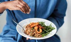 Nadiya Hussain's twist on a risotto, as seen on her BBC series, Nadiya's Family Favourites, uses bulgur wheat instead of rice and is topped with crispy squid. Shakshuka Recipes, Risotto Recipes, Curry Recipes, Squid Recipes, Seafood Recipes, Dinner Party Starters, Nadiya Hussain, Vegetarian Curry, Vegetarian Recipes