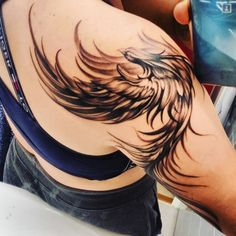 Phoenix Tattoo Girl, Phoenix Feather Tattoos, Phoenix Tattoo Feminine, Small Phoenix Tattoos, Phoenix Tattoo Design, Pheonix Feather, Small Tattoos, Unique Tattoos, Beautiful Tattoos