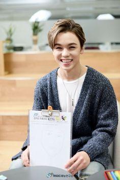 Vernon is too cute😍 Love him and Seventeen 😍 Woozi, Wonwoo, Jeonghan, Seungkwan, Vernon Seventeen, Seventeen Debut, Joshua Seventeen, Seventeen The8, K Pop