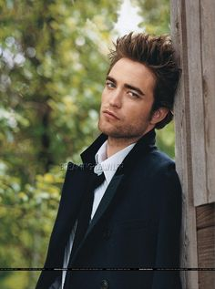 Rob Pattinson.... he is so great to look at