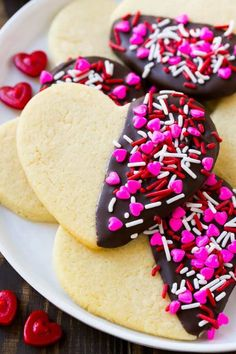 These 10 homemade Valentines Day Treats are easy and perfect for school parties,. - These 10 homemade Valentines Day Treats are easy and perfect for school parties, an after-school sn - Valentine Desserts, Valentines Day Cookies, Valentines Baking, Valentines Day Dinner, Homemade Valentines, Valentine Cookies, Kids Valentines, Easter Cookies, Birthday Cookies