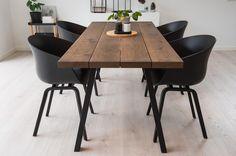 Freja plankebord i mørk eg Diy Dining Table, Dining Area, Cafeteria Decor, Plank Table, Decor Room, New Room, Sweet Home, New Homes, Interior Design