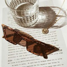 Gold and beige aesthetic. Love these sunnies! Cream Aesthetic, Classy Aesthetic, Aesthetic Vintage, Beach Aesthetic, Summer Aesthetic, Aesthetic Art, Womens Fashion Online, Latest Fashion For Women, Fashion Women