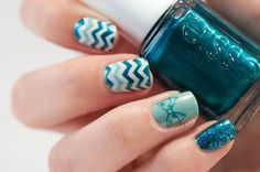 Chevron and bow nail art #nailvinyls #QA37