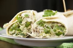 Healthy, high-protein avocado chicken salad recipe using NO mayonnaise! You can use sandwich bread, pitas, or wraps for an easy lunch or weeknight dinner. Avocado Dessert, Avocado Chicken Salad, Chicken Salad Recipes, Recipe Chicken, Quesadillas, Enchiladas, Guacamole, Burritos, Cilantro