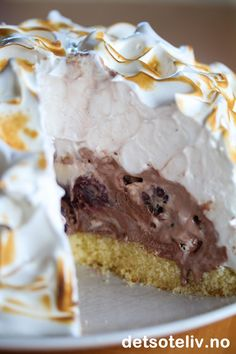 Omelette norvégienne | Det søte liv Norwegian Food, Pudding Desserts, Omelette, Pavlova, Diy Food, Let Them Eat Cake, No Bake Cake, Cake Recipes, Food And Drink