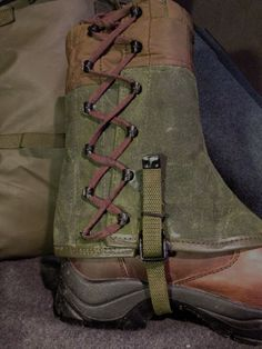 Vintage Canvas Italian Army Half Gaiters - These are an excellent rugged pair of short gaiters, in a very tough canvas with leather trimming with traditional metal clasps and hooks, thick cotton lacing and nylon straps under the soles. We hand-wax the olive canvas for extra water-repellency and it really brings out the absolutely fantastic and timeless  olive green colour of the canvas.
