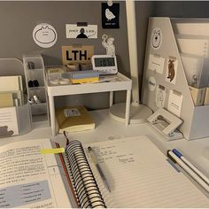 Study Areas, Study Space, Study Room Decor, Bedroom Decor, Study Desk Organization, Desk Inspiration, Desk Inspo, Study Corner, Aesthetic Room Decor