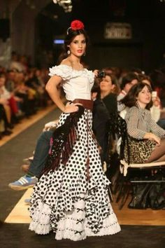 spanish style homes and colors Flamenco Rock, Flamenco Dancers, Flamenco Dresses, Spanish Style Weddings, Spanish Style Decor, Moda Fashion, Skirt Fashion, Fashion Outfits, Fashion Trends