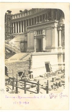 Vittoriano in costruzione (fotografia scattata il 16 luglio 1910) Best Cities In Europe, Ghost In The Machine, Lost Art, Bucharest, Old City, Old Pictures, Rome, Greek, Memories