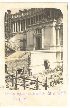 Vittoriano in costruzione (fotografia scattata il 16 luglio 1910) Best Cities In Europe, Ghost In The Machine, Lost Art, Bucharest, Old City, Old Pictures, Louvre, Memories, Retro