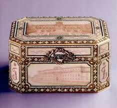 Music box made for the anniversary of Prince Felix Yusupov and Princess Zinaida Yusupova, decorated with enameled views of six of their palaces - Henrik Wigström for Fabergé, Prince Felix, Antique Boxes, Pretty Box, Save The Queen, Oui Oui, Objet D'art, Russian Art, Dose, 25th Anniversary