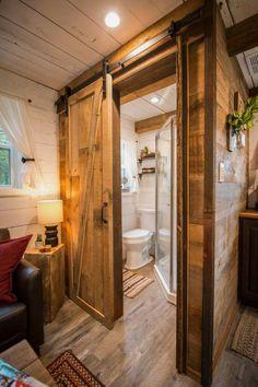 "Cozy Cabin ""Little Red Hen"" 12 min to Magnolia - Microcasas en alquiler en Waco, Texas, United States Tiny Cabins, Tiny House Cabin, Tiny House Living, Tiny House Design, Cabin Homes, Small Cabin Designs, Small Cabin Decor, Small Rustic House, Living Room"