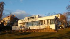 Fachada da Villa Tugendhat (1928-30), projetada pelo arquiteto Ludwig Mies van der Rohe (1886-1969), em Brno, na República Tcheca. A construção segue os preceitos do movimento Modernista