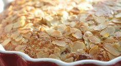 Lækker og nem rabarberkage med marcipan og kokos | NOGET I OVNEN HOS BAGENØRDEN