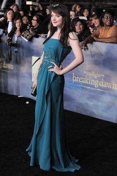 DAKOTA FANNING BREAKING DAWN NYC PREMIERE | Dakota Fanning, who portrays vampire Jane, attends the premiere of ...