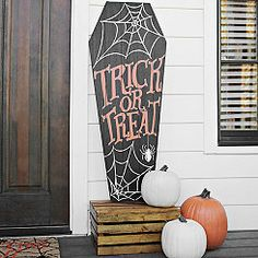Advertise your house as the place to be Halloween night with our Trick or Treat Coffin Porch Board Plaque! Halloween Wood Crafts, Halloween Coffin, Fairy Halloween Costumes, Halloween Painting, Halloween Porch, Halloween Home Decor, Halloween Signs, Outdoor Halloween, Halloween 2017