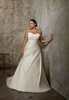 Plus Size Wedding Dresses. Beautiful lines and attractive neck line.