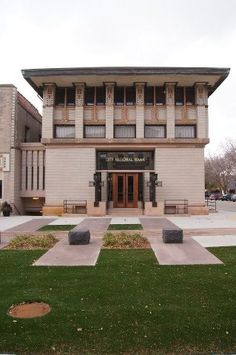 Last Standing Frank Lloyd Wright Hotel, Mason City, Iowa. The Historic Park Inn Prairie Style Architecture, New Architecture, Organic Architecture, Frank Lloyd Wright Style, Frank Lloyd Wright Buildings, Mason City Iowa, Gaudi, Architecture Organique, Usonian