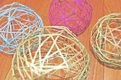 Bolas decorativas con lana y globos