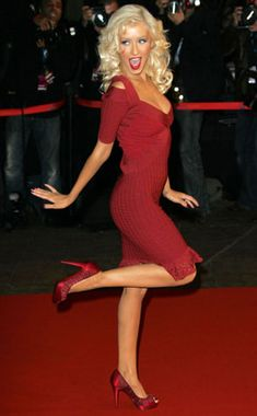 I love her! Christina aguilara is such a classy adorable person. With a killer sense of classy style.