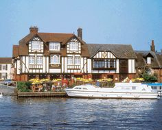 The Swan Inn @ Horning - This is one of my favourite pubs on the Broads. Always plenty to keep you entertained watching people mooring boats up