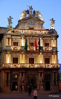 Pamplona - Ayuntamiento by Rufino Lasaosa, via Flickr