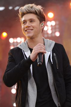 Niall Horan on Crutches Makes Us Sad, but Apparently the Show Will Go On? Here's the Scoop >>> read this