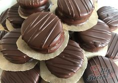 Honey discs with soft cream dipped in chocolate TopReceptek. Christmas Sweets, Christmas Candy, Christmas Baking, Slovak Recipes, Hungarian Recipes, Food Displays, Pavlova, Cake Cookies, Sweet Tooth