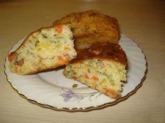 Простейший наливной пирог на  кефире для теста:   - 2 яйца   - 1,5 стакана муки   - 1 стакан кефира   - пакетик разрыхлителя   - соль, сахар по вкусу   Для начинки:   - 100 г малосоленой семги   - 50 г сыра