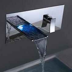 Moderni Seinäasennus LED Vesiputous with Keraaminen venttiili Yksi kahva kaksi reikää for Kromi Suihku Pesuallashana