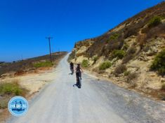 Electric cycling in Greece: During a cycling holiday in Greece you cycle through the impressive nature and get acquainted with the culture. Electric Mountain Bike, Cycling Holiday, Greece Holiday, Fat Bike, Walking In Nature, The Locals, Mountain Biking, Beautiful Places, Country Roads