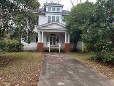 1900 Colonial Revival - Washington, GA - Old House Dreams Historic Homes For Sale, Old House Dreams, Home Decor Furniture, Victorian Homes, Vintage Home Decor, Home Renovation, Old Houses, Colonial, Washington