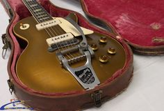1956 vintage les paul in case closeup / 1956 Gibson Les Paul Gold Top Electric Guitar with factory installed Bigsby.